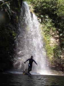 高さ10Mほどの滝です