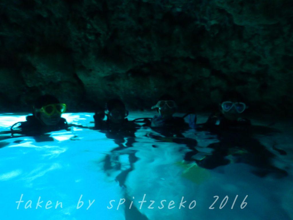 青の洞窟にも入ってきました