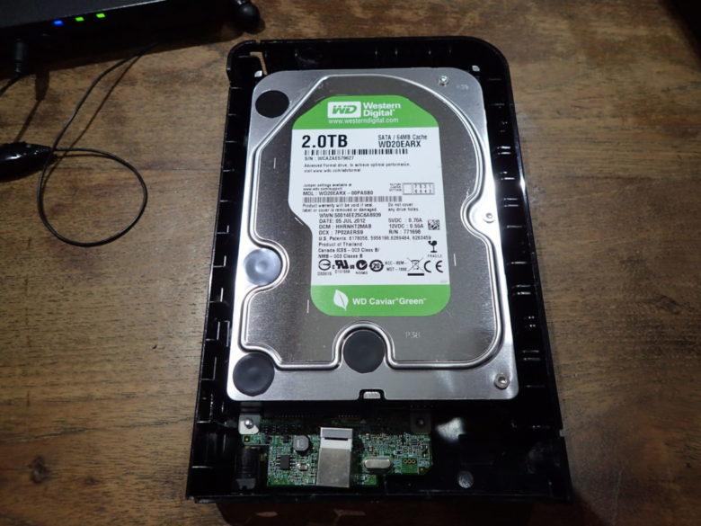 ケースを外すとこんな感じ、ウエスタンデジタル社製のHDDが入っていました