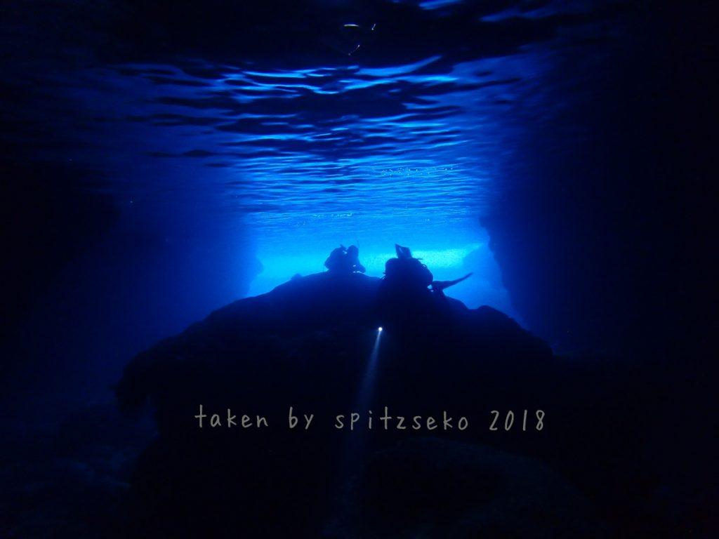 万座の青の洞窟